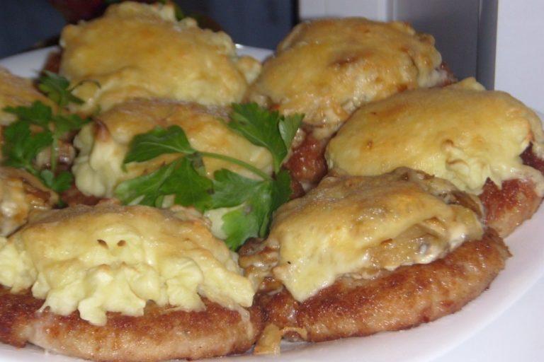 Вкусные картофельные котлеты с грибами в духовке