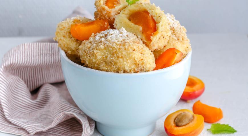 Картофельные кнедлики с абрикосами