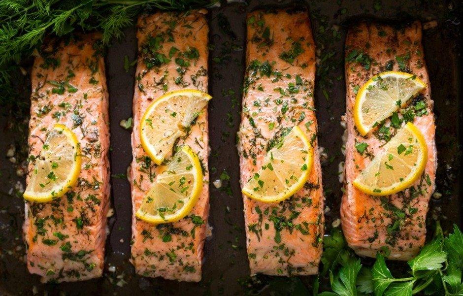 Запеченный в масле лосось