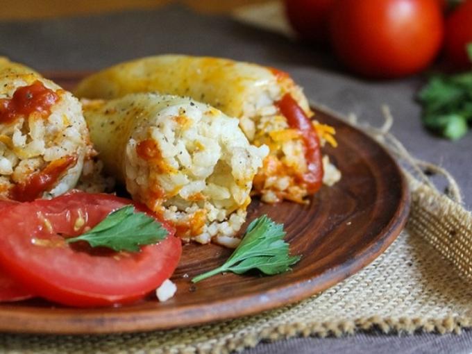 Запеченный перец с помидорами и сыром