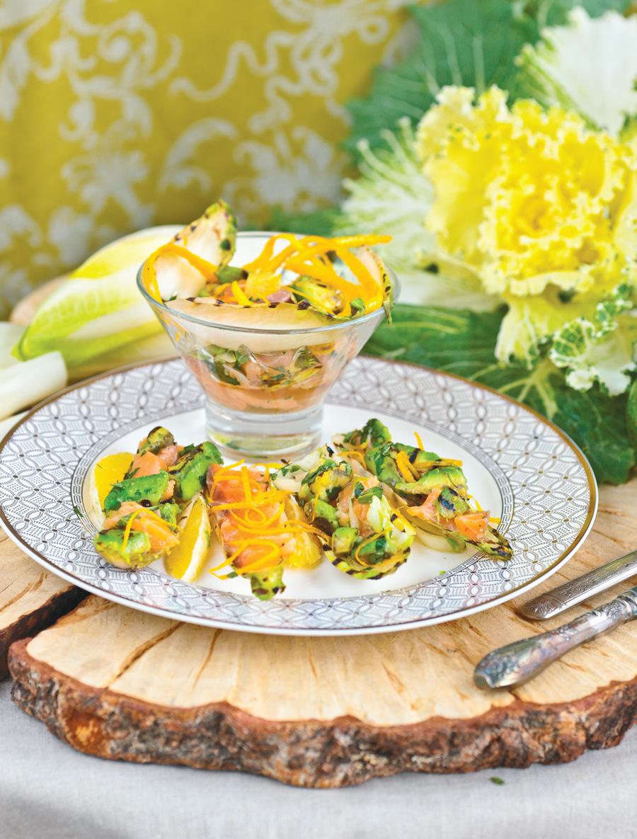 Салат с авокадо, семгой и апельсином