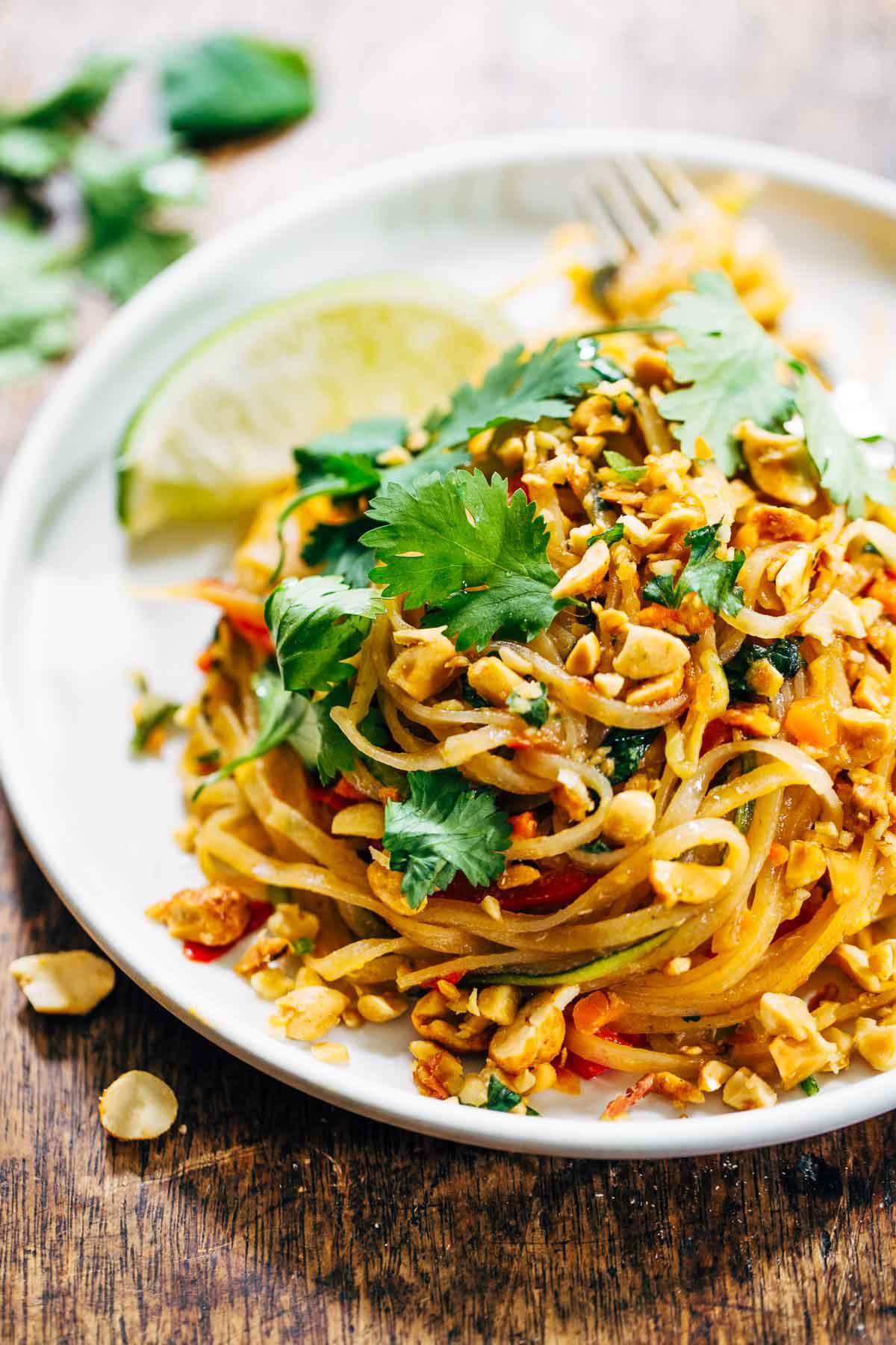 Таиландское блюдо Пад-тай: как вкусно приготовить рисовую лапшу