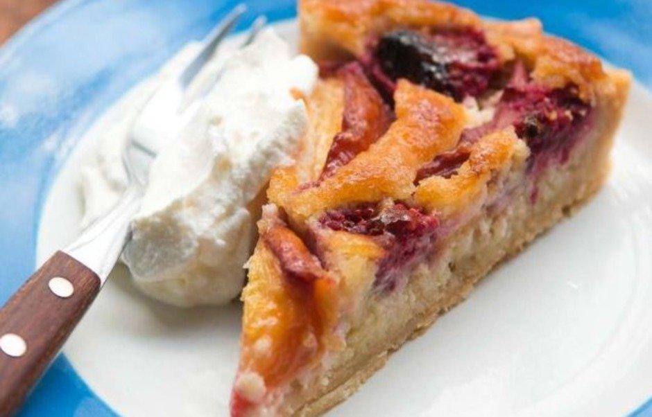 Летний пирог с миндальным кремом и нектаринами