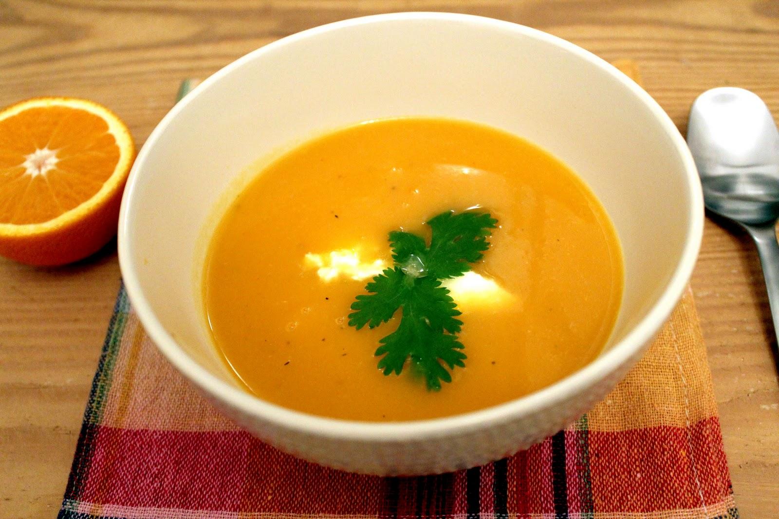 Тыква это достаточно сладкий овощ, поэтому все супы из нее получаются такими же сладкими, но добавить вкусу новый и интересный оттенок помогут разнообразные специи.