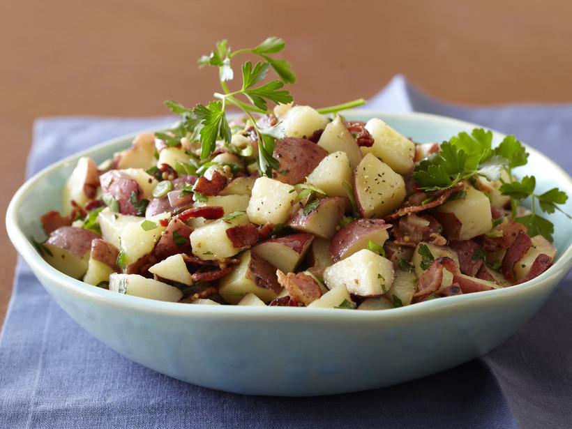 Американский картофельный салат с беконом