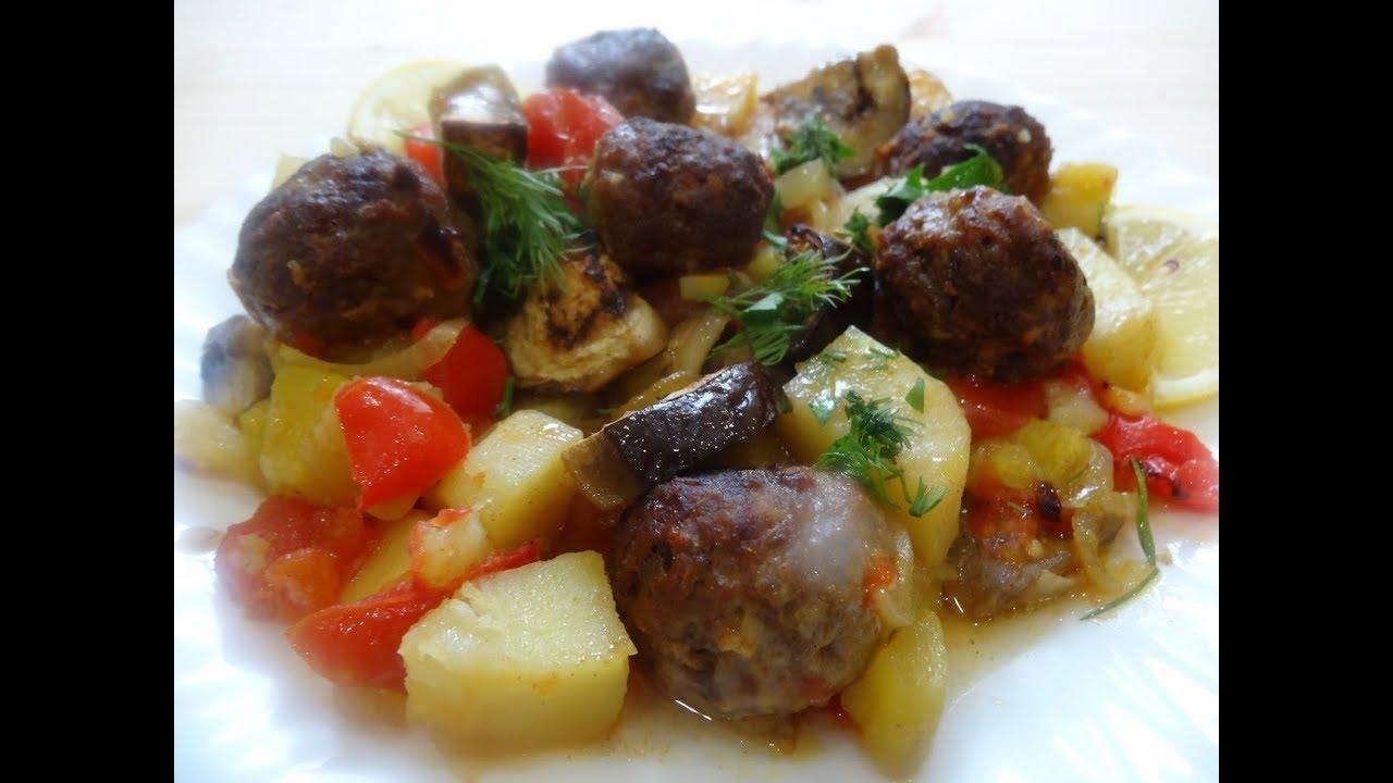 Картофель с овощами и фрикадельками