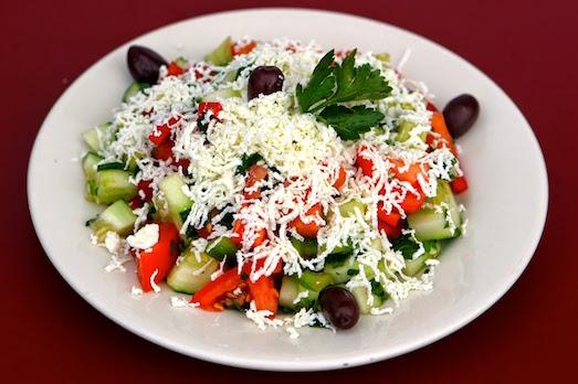 Вкусный и простой в приготовлении шопский салат