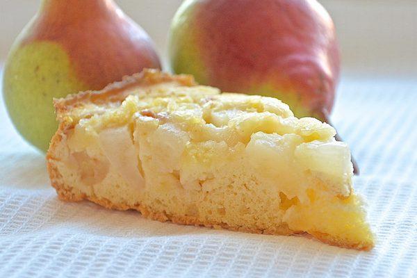 Яблочно-грушевая шарлотка в духовке