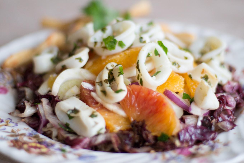 Салат «»Дамский каприз» с креветками и кальмарами