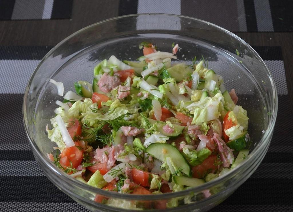 Диетический салат с маринованной тыквой и пекинской капустой