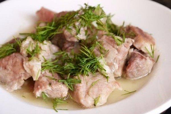 Салат из кальмаров с сыром, яйцом, чесноком