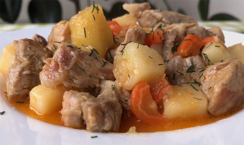 Домашнее жаркое с ребрышками и картофелем