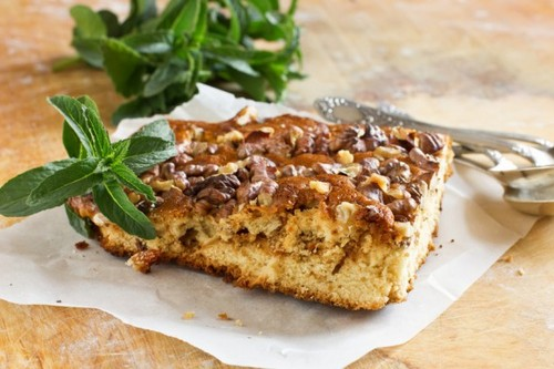 Банановый пирог с шоколадом и грецким орехом