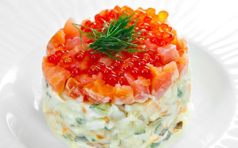 Слоеный салат с семгой