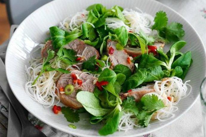 Тайский салат со свиной вырезкой