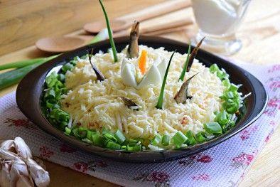 Вкусный салат со шпротами рыбки в пруду