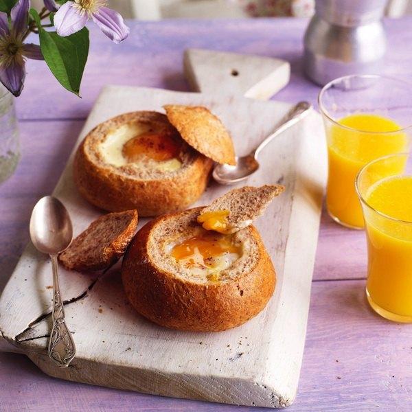 Запеченные яйца в хлебных формочках