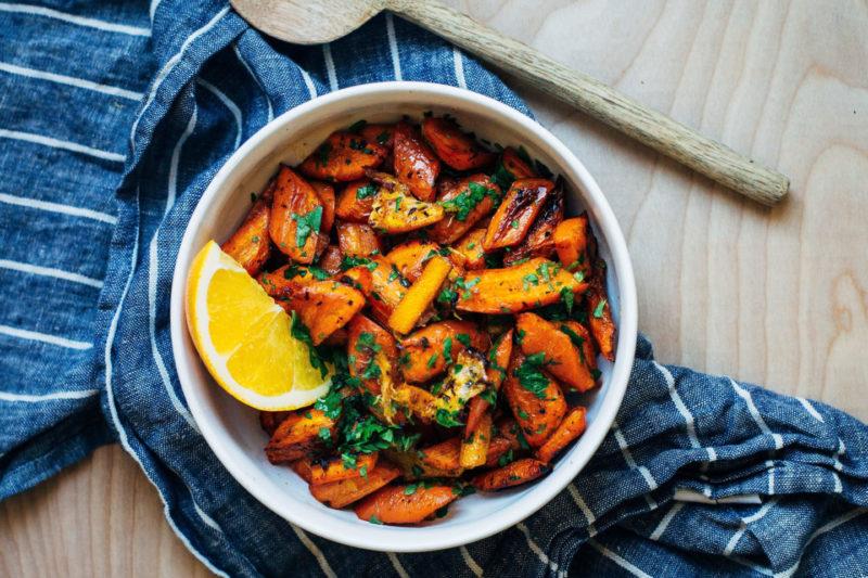 Морковные палочки в мандариновом соусе