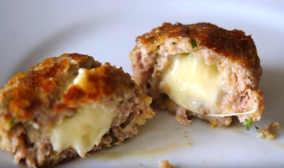 Тефтели с яйцом и сыром