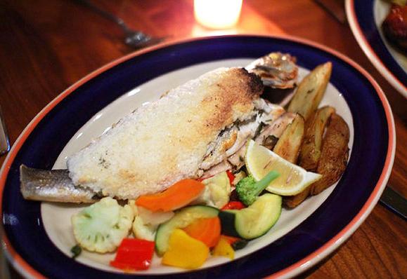 Как приготовить запеченную рыбу в соли