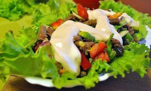 Салат мясной с авокадо