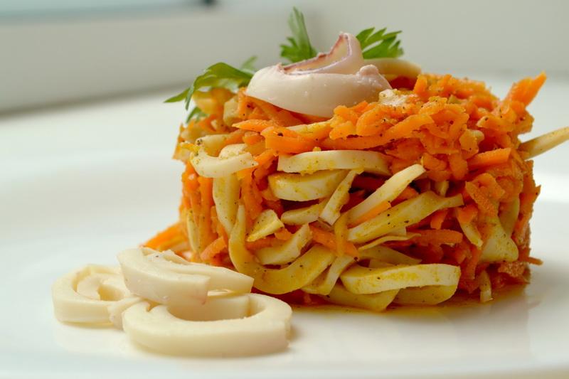 Морковка с кальмарами