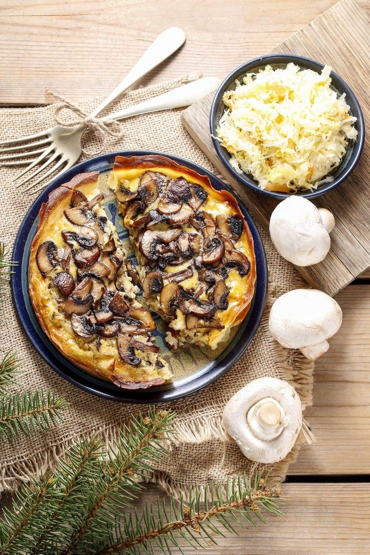 Киш с лесными грибами и сыром