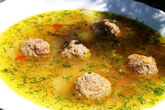 Суп с картофелем и мясными фрикадельками