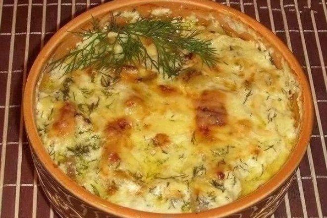 Картошка с курицей в сметане в духовке