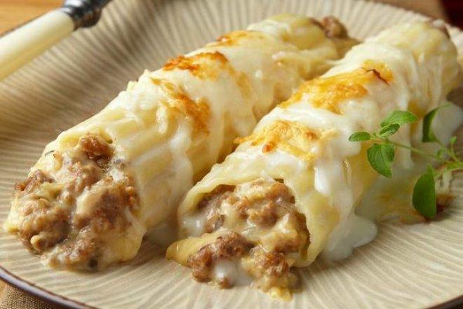 Каннеллони с рубленым мясом в сырном соусе