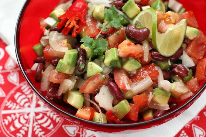 Салат «Техасский» с чили и авокадо