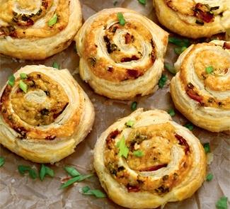 Булочки для закуски с сыром и беконом