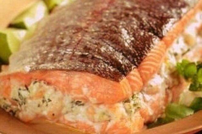 Фаршированный лосось с начинкой из креветок