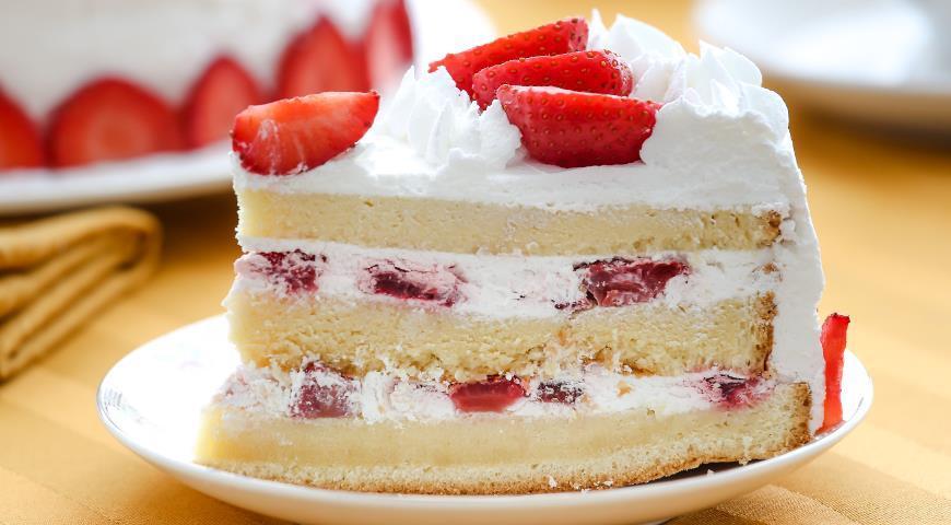 Домашние рецепты: бисквитный торт с клубникой