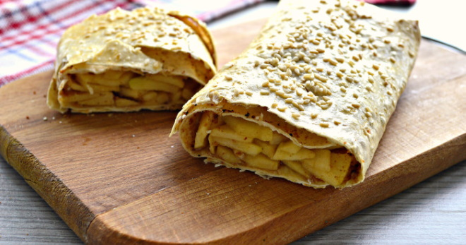 Штрудель из лаваша с яблоками — самый быстрый рецепт аппетитного лакомства