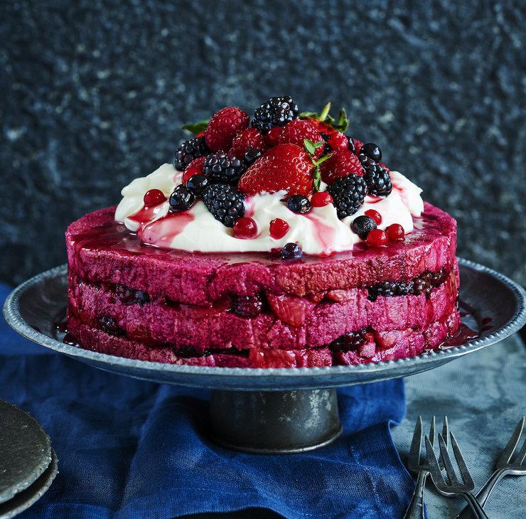 Выпекать не нужно! Великолепный торт-пудинг с ягодами