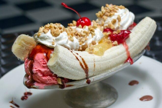 Банановый сплит на десерт