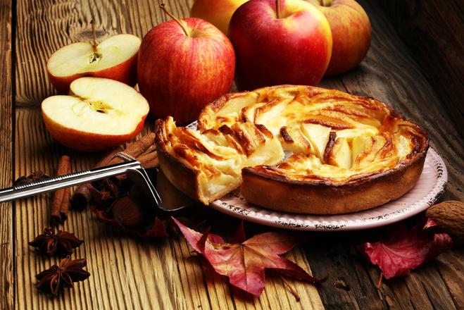 Яблочно-персиковый пирог с карамелью