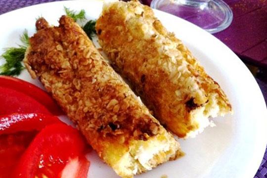 Горячие бутерброды-трубочки из белого хлеба