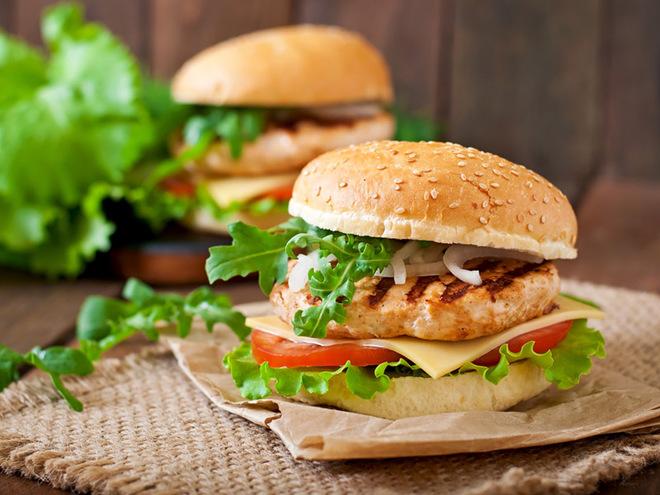 Домашний бургер с курицей