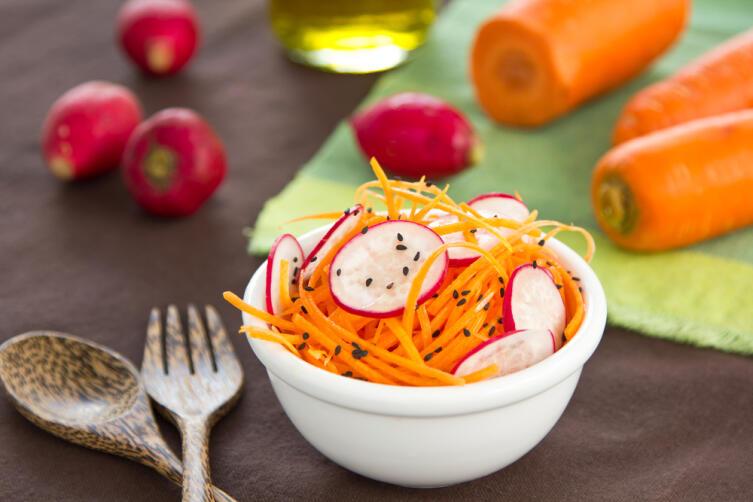 Салат из моркови и редиски