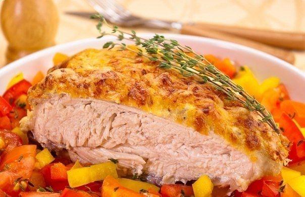 Куриная грудка под сметанно — чесночным соусом