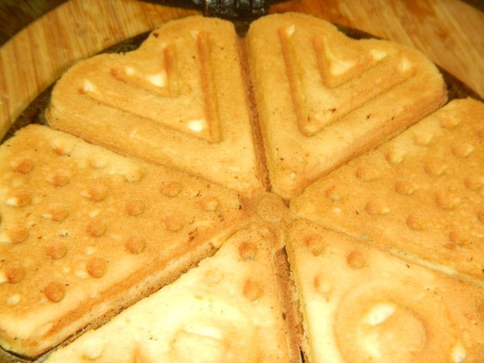 Домашнее печенье с крахмалом в форме на газу