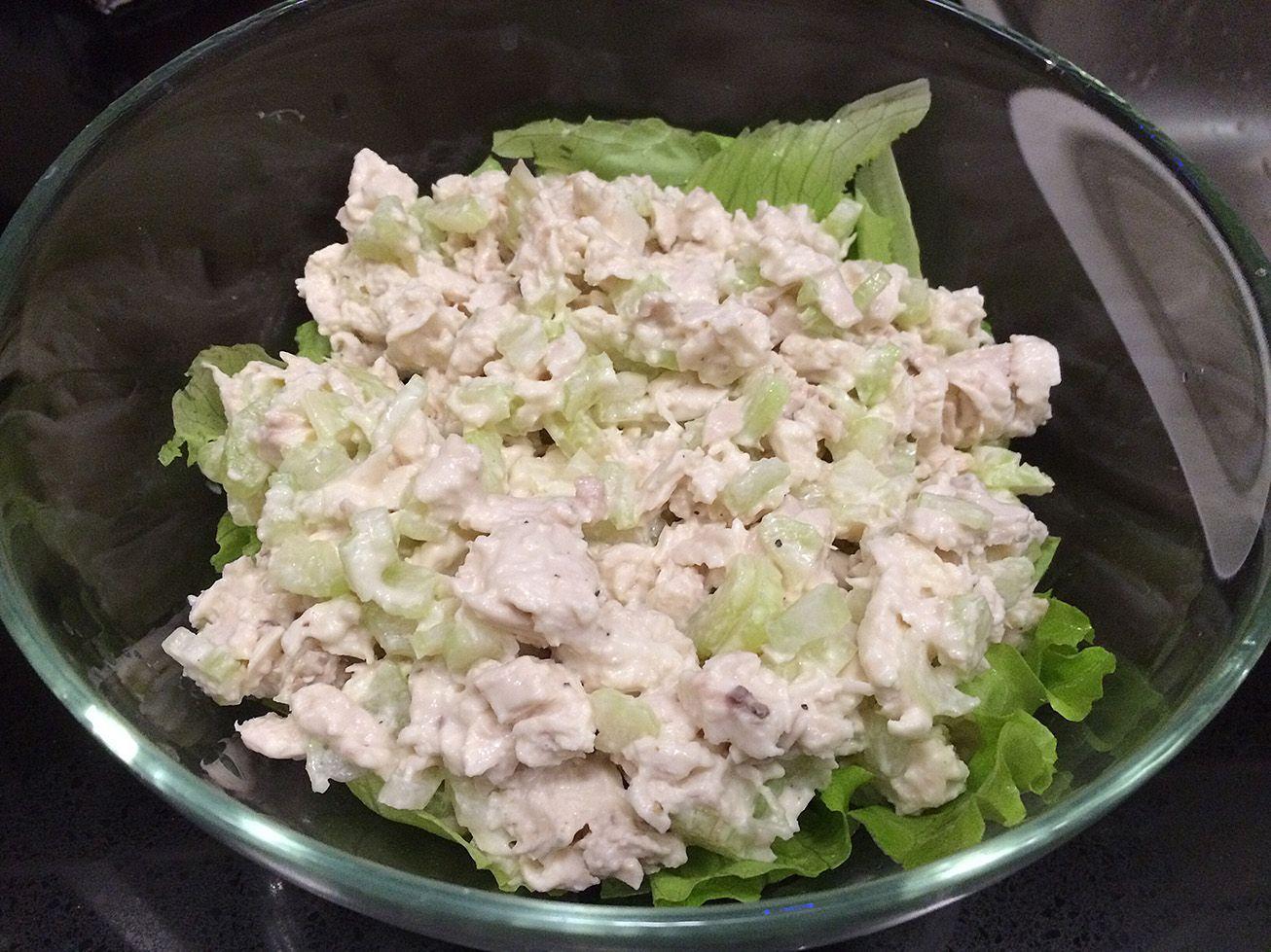 Салат с сельдереем, яблоком и куриным филе