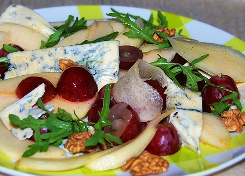 Испанский салат с дор-блю и хамоном