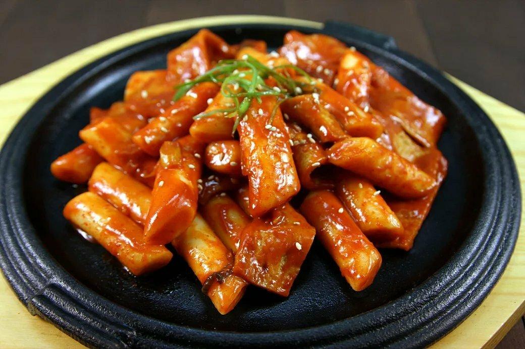 Токпокки — острые рисовые пирожки