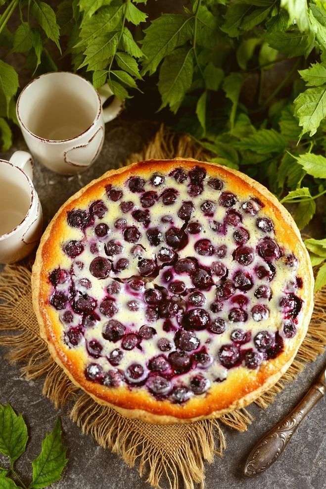 Черешневый пирог с молочно-сметанной заливкой