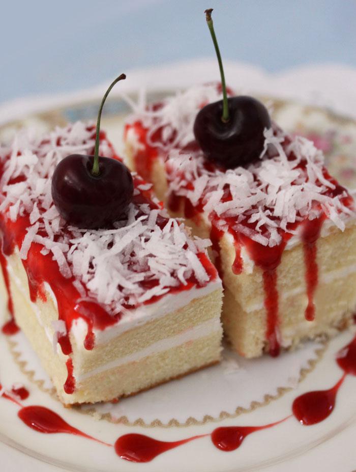 Пирожное с вишней