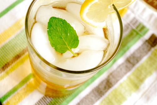 Охлажденный мятный чай с лимоном
